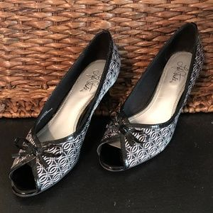 Life Stride Shoes - Life Stride Black & White Low Heel Shoes with Bow